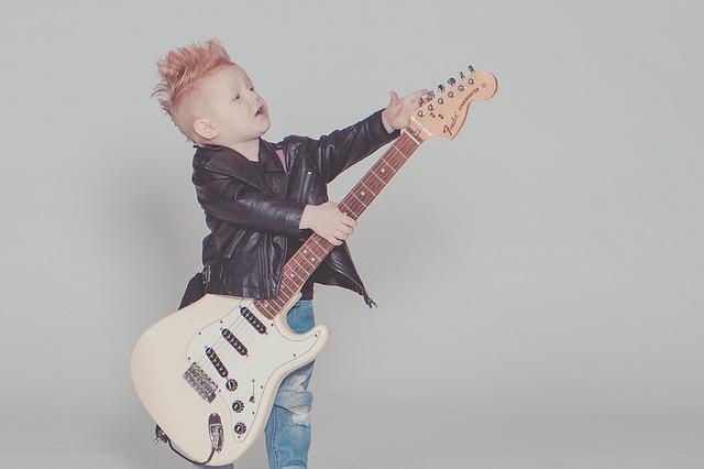 klučík s kytarou