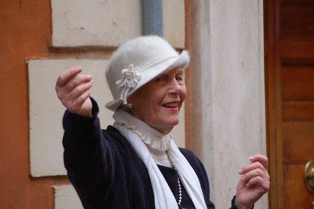 dáma v kloboučku