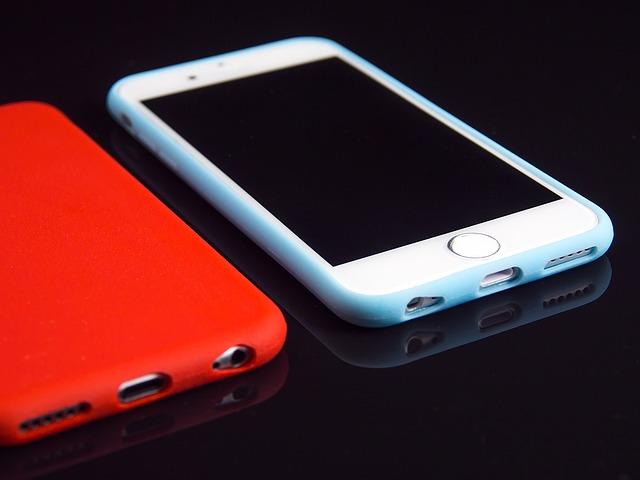 bílý a červený mobil