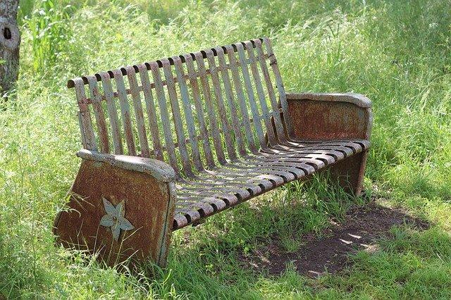 rezavá lavice