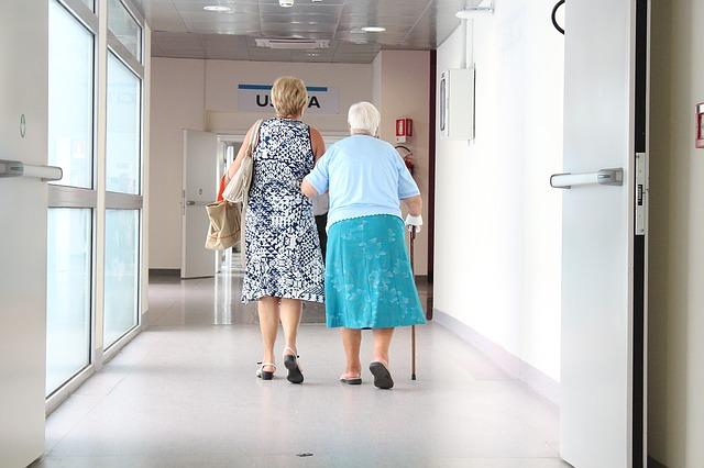 důchodci