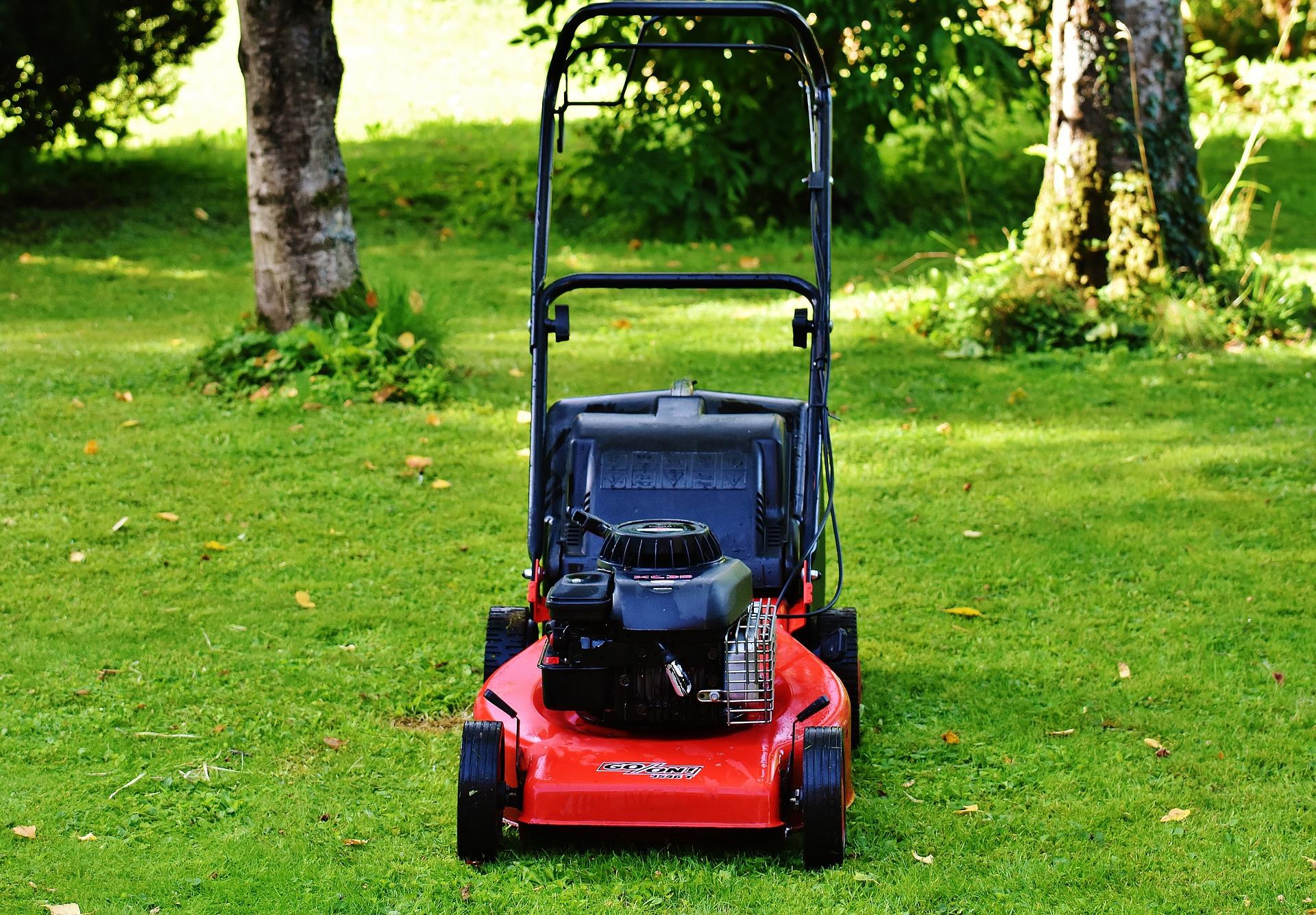 lawn-mower-1593890_1920